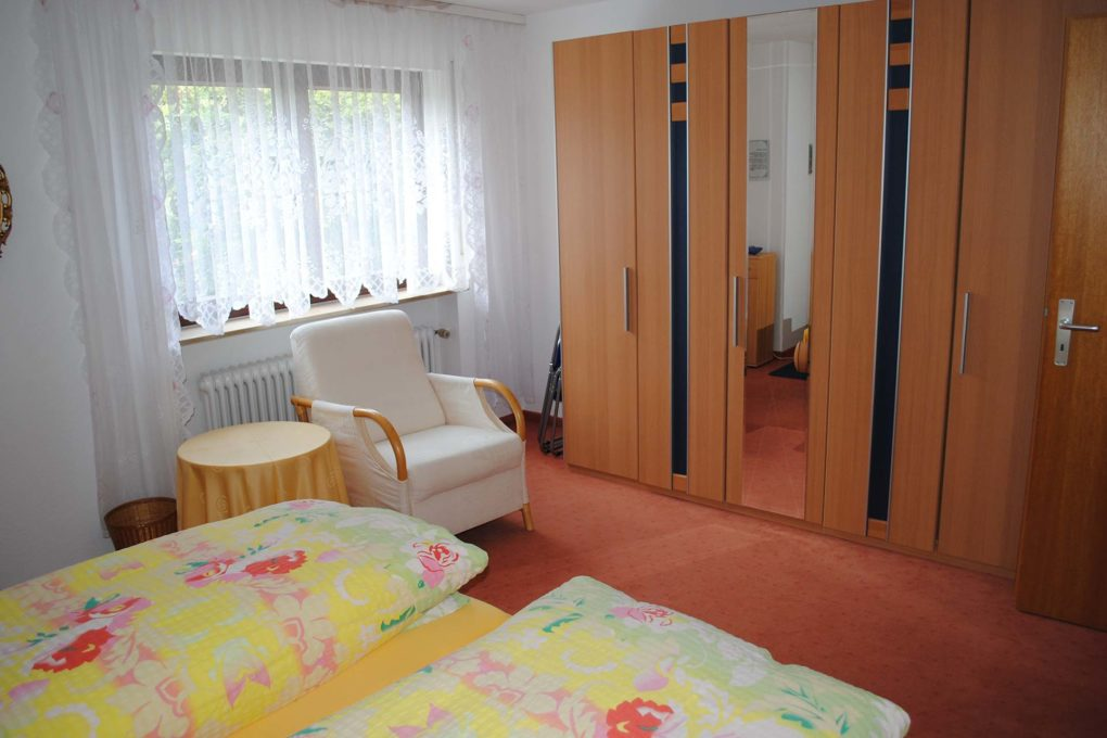 Schlafzimmer - Ferienwohnung Springer - Bad Mergentheim